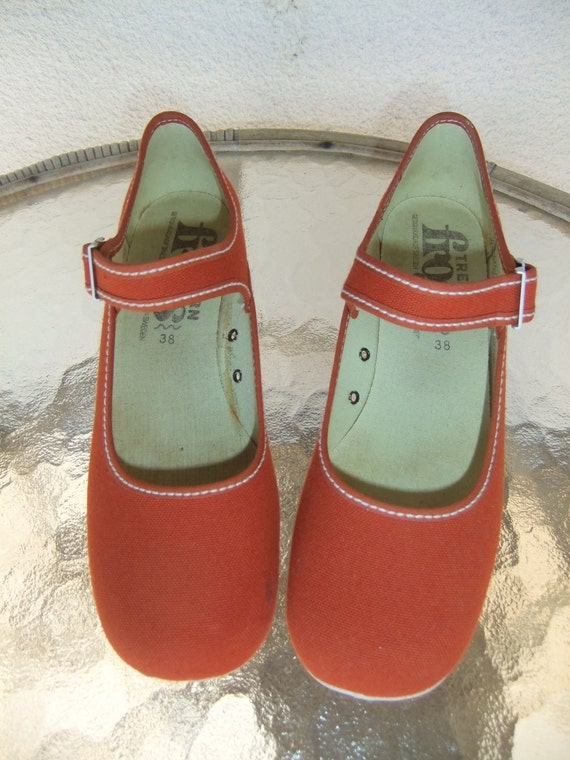 Swedish vintage 1980s Canvas shoes with strap Frogs Tretorn