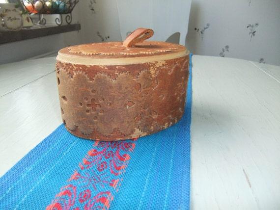 Vintage Swedish Birch bark box with lid Beautiful pattern