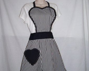Beautiful, one of a kind, 50's style full apron, Large