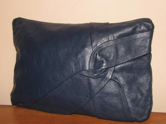 Vintage MIDNIGHT Blue LEATHER CLUTCH // 70's 80's Purse Knot Hipster Boho Chic Simple