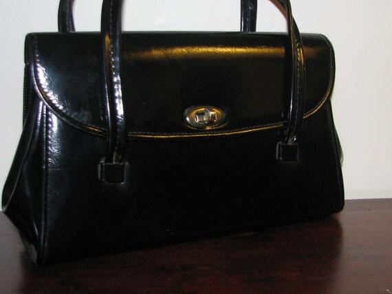 Ladies Who Lunch // Vintage BLACK Kelly Bag ACCORDION Purse 1960's RETRO Handbag Mad Men Pin Up Structured Gold Frame Bag Twist Clasp Vinyl