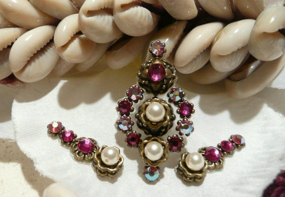 Tribal Bindi hand made with Swarovski crystals (gold tone) - Set with side bindis