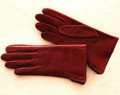 Women's leather gloves. Leather is of a snake (made in Italy). (P227). Unlined.  Different Sizes.