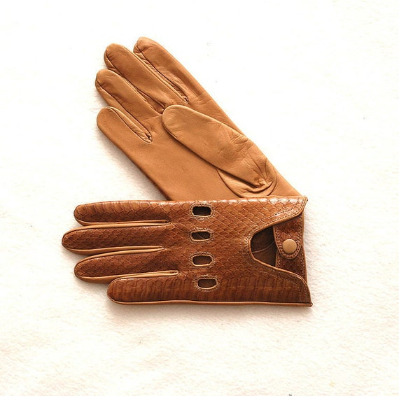 Driving leather gloves. Leather is of a snake P-auto(made in Italy). Different Sizes.