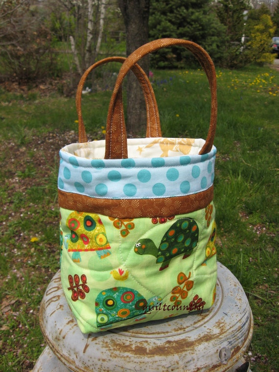 quilted child's tote or lunch sack with turtles