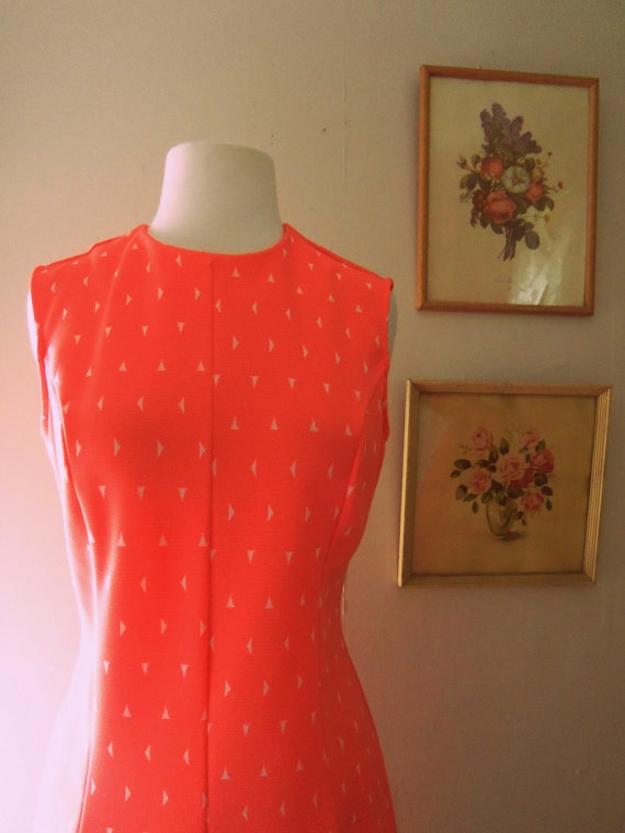 How Can You Be So Obtuse 1960s Pleated Coral Shift Dress with Novelty Print/White Triangles