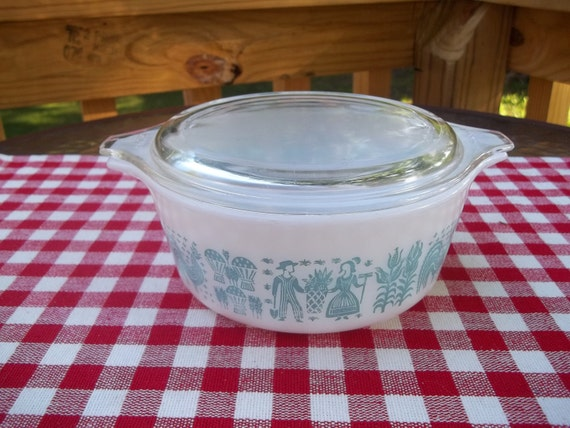 Vintage Pyrex Casserole Dish  with Lid in Amish Butterprint