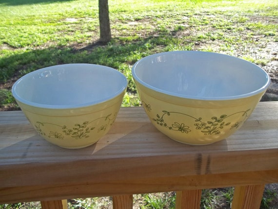 2 Pyrex Nesting Mixing Bowls in the Shenandoah Pattern