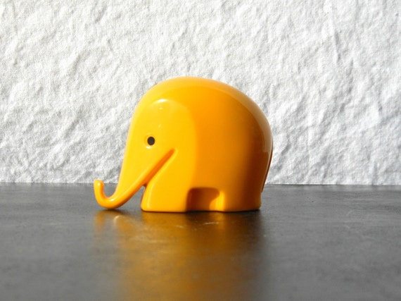 Drumbo yellow elephant Dresdner Bank Luigi Colani design