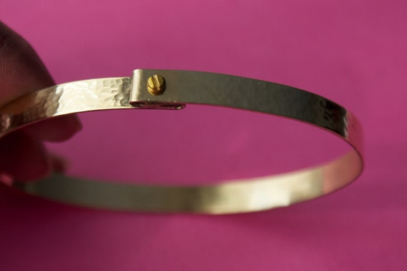 """1/4"""" thick, Lockable and hammered Brass cuff, for slaves in a Bdsm relationship. Slave cuff size 15.5 cm approximate. (No engraving)"""