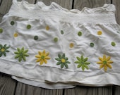 Vintage Kitchen Curtain with Green and Yellow Daisies