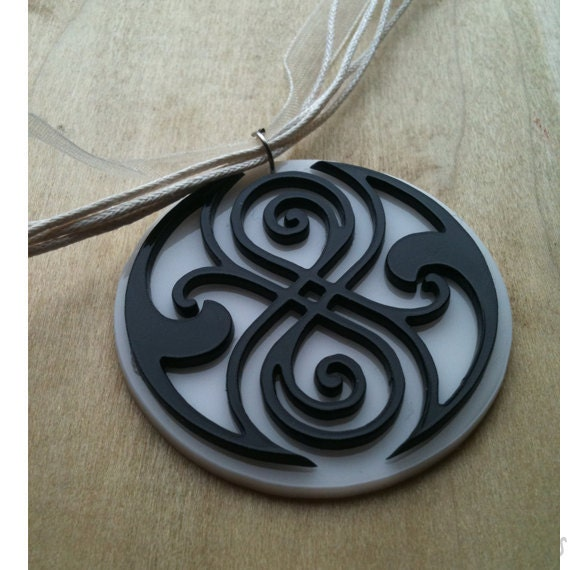 Doctor Who Pendant  Gallifreyan Symbol - Seal of Rassilon - Time Lords    Doctor Who Symbol