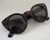 Tortise CAT EYE CIRCLE Frame Sunglasses with Green Lenses