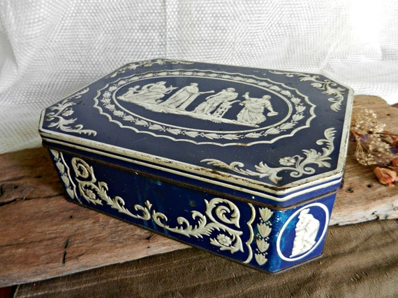 Large Vintage Huntley and Palmers Biscuit Tin