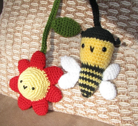 Crochet Stroller Toys, Car Seat Toys, Flower with Leaf, Bee, Crochet Strap with Velcro Closure, Gift, Baby Shower