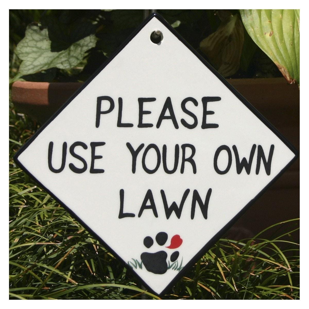 Dog Yard Sign Asks Politely For A Dog Walker To Clean Up After