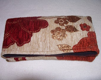 3- Red flowers clutch, beige