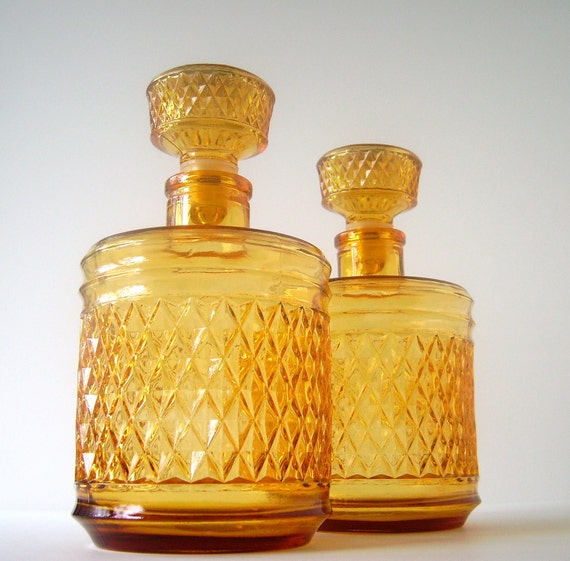 Fab Set of Amber Glass Liquor Decanters, Mod Diamond Pattern, Excellent Condition, Mad Men Style Barware