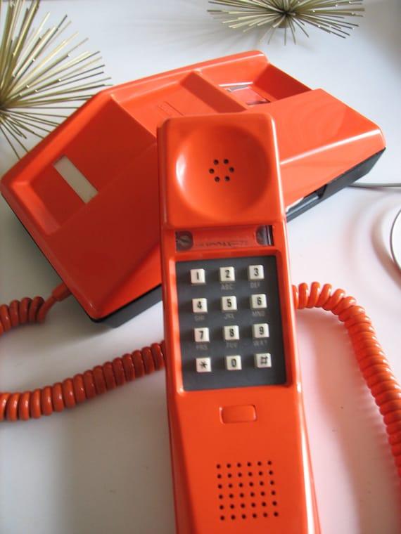 Orangee Phone: wall-mount telephone