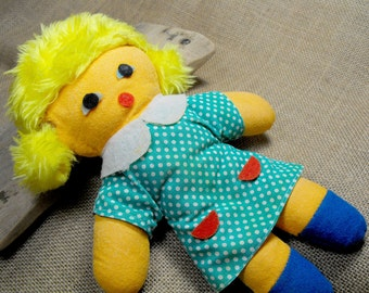 Simple and rare retro blonde rag doll. A lovely fabric girl from 1960s looking for a nwe home