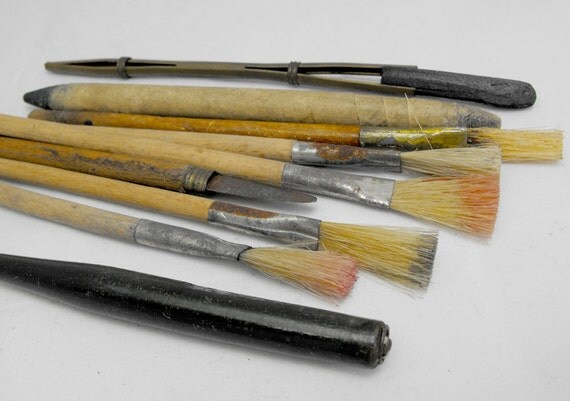 Grandpa's drawing tools. Vintage art supplies (set of 9). Brushes and more