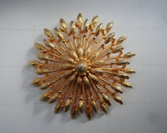 1960s Large Vintage Gold tone Starburst Brooch Pin
