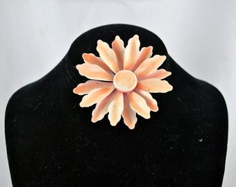 FREE SHIPPING For her  Summer Fashion 1960's 1960s Vintage Retro Mid Century  Metal Peach Toned Flower Brooch / Pin Spring Jewelry Colors