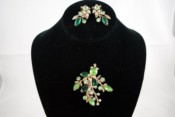 1950 Juliana Style fall Set Glamour Colors Fashion Old Hollywood Statement Vintage Antique  Green Rhinestone Earrings & Brooch Set