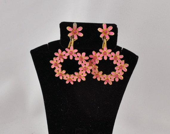FREE SHIPPING Spring Jewelry Colors Vintage Antique Weiss Old Hollywood Glamour Designer  Jewelry  Dangle Pink Daisy Flower Floral  Earrings