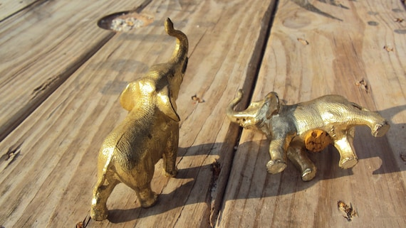 Free Shipping - Metal Elephant Salt and Pepper Shakers