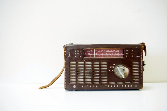 Vintage Hitachi WH-859D Transistor Radio with Leather Case