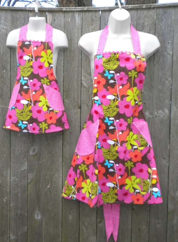 MOTHERS DAY Sale 20% off Mothers Day Apron - Mother Daughter set - Hot Pink and Brown Floral