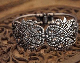 2pcs raw Brass  plating antique silver   flower Filigree bracelet   pendant finding