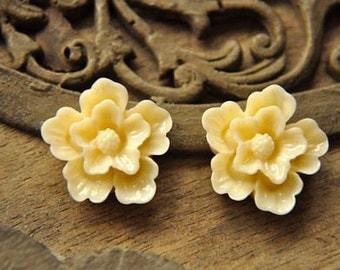 10pcs light yellow  resin flower  sakura    Cabochons  pendant finding  RF014