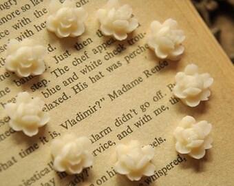 10pcs white small resin flower  Cabochons  pendant finding  RF032