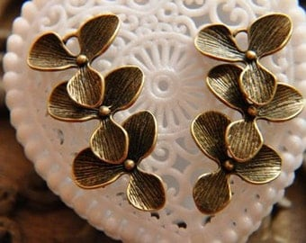 4 pcs raw brass plating antique bronze  flower   pendant finding