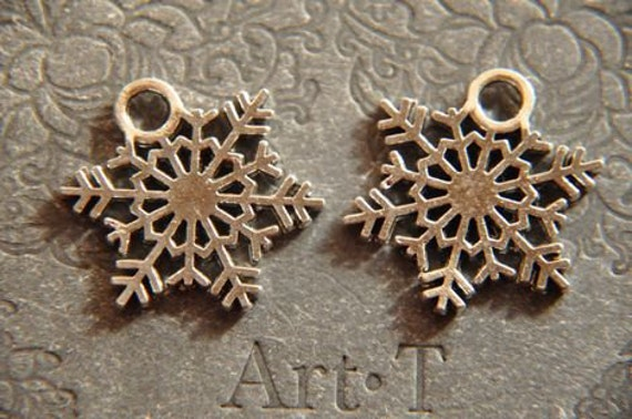 10 pcs  antique  silver  plating snowflake charm pendant finding