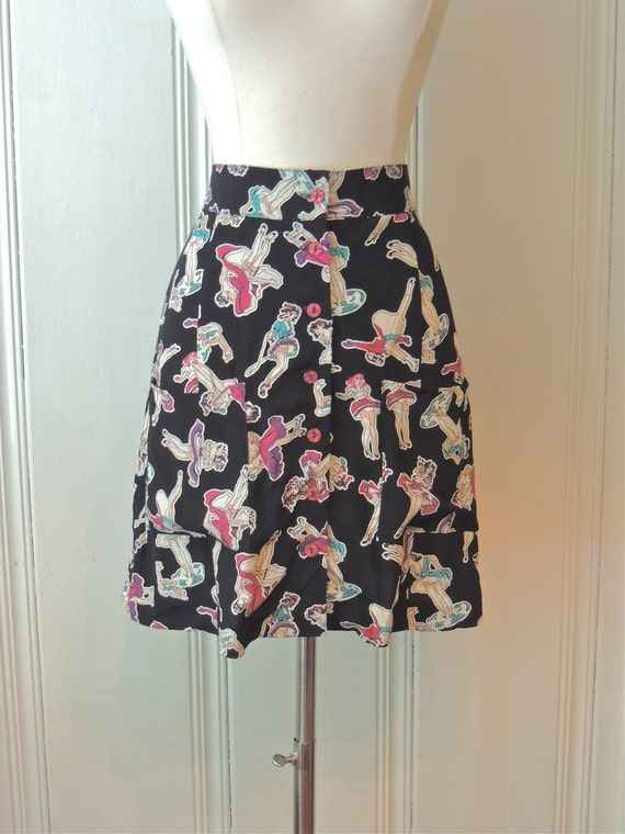 Betsey Johnson Novelty Pin Up Girls in Bloomers Print High Waisted Mini Skirt // Pockets // Buttons // Size Small