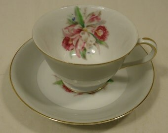 Noritake 5049 Vintage Tea Cup Saucer 5 1/2in x 5 1/2in x 3in China Gold Rim