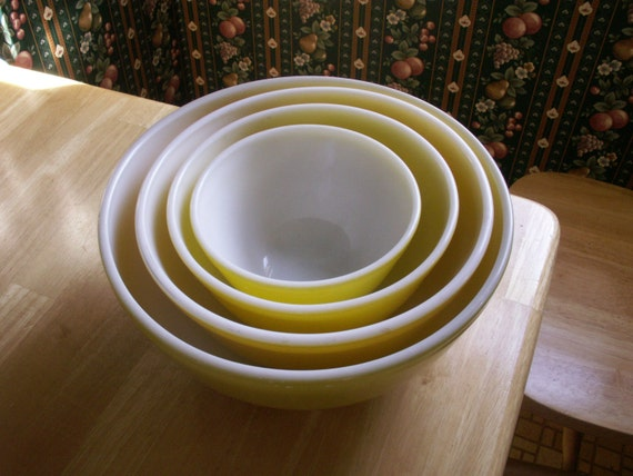 SALE Vintage Yellow Pyrex Mixing Bowls - set of four