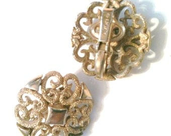Round Flower Shaped Gold Tone Clip On Earrings