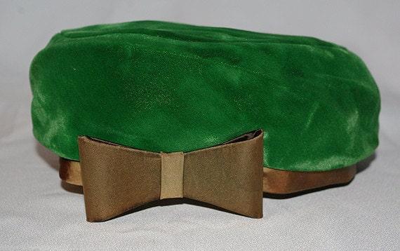 Vintage green velvet beret