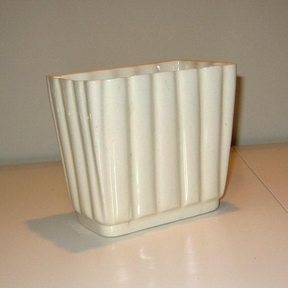 Vintage 1950s Off White Ceramic Pottery Marked USA 015U