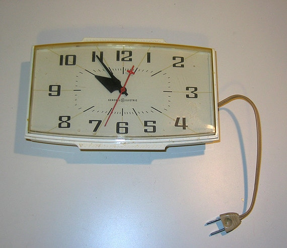 Vintage 1950s GE General Electric Kitchen Wall Clock