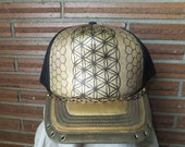 flower of life pillar with honeycomb background with chain and Crystal