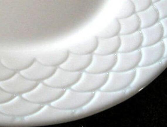Set of 3 - Arcopal Fishscale Pattern Dinner Plates