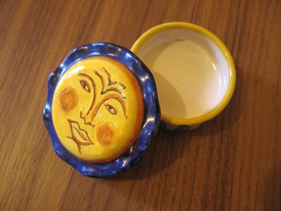 Maiolica Ceramic small Box with sun figure 6 cm/2,36 inch