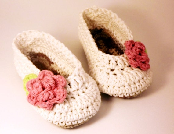 Crochet baby booties, Antique Ivory Ballet style crochet Booties with pink rose, Slippers