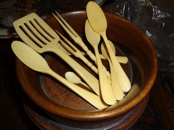 Vintage set of bakelight/faux ivory set of horderve utensils...