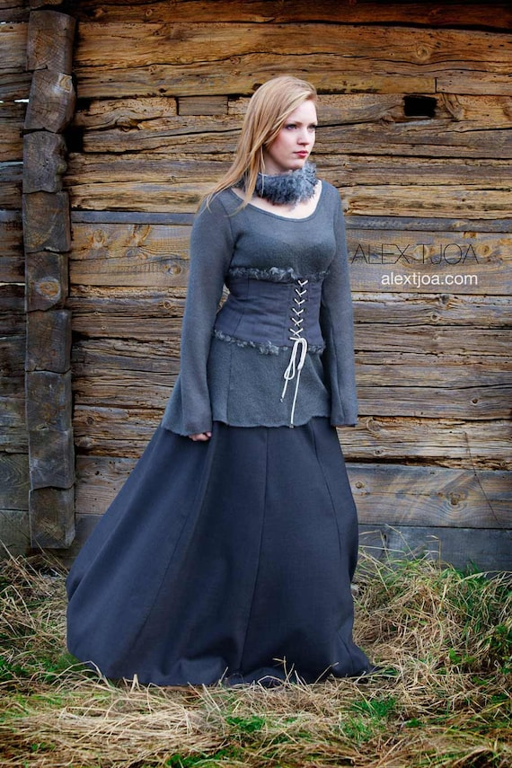 Ragnarök long wide woolen skirt. Elegant and feminine. High waistline  with Viking ornaments.